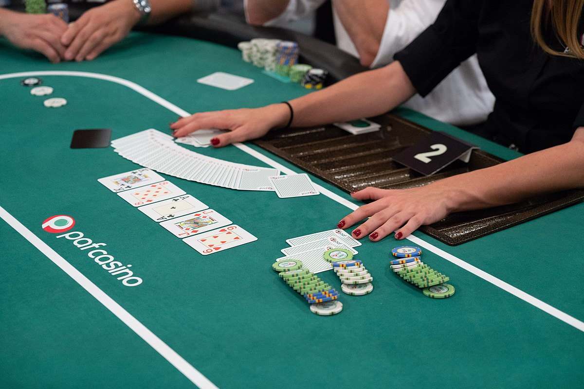 How Does Online Casino Work?